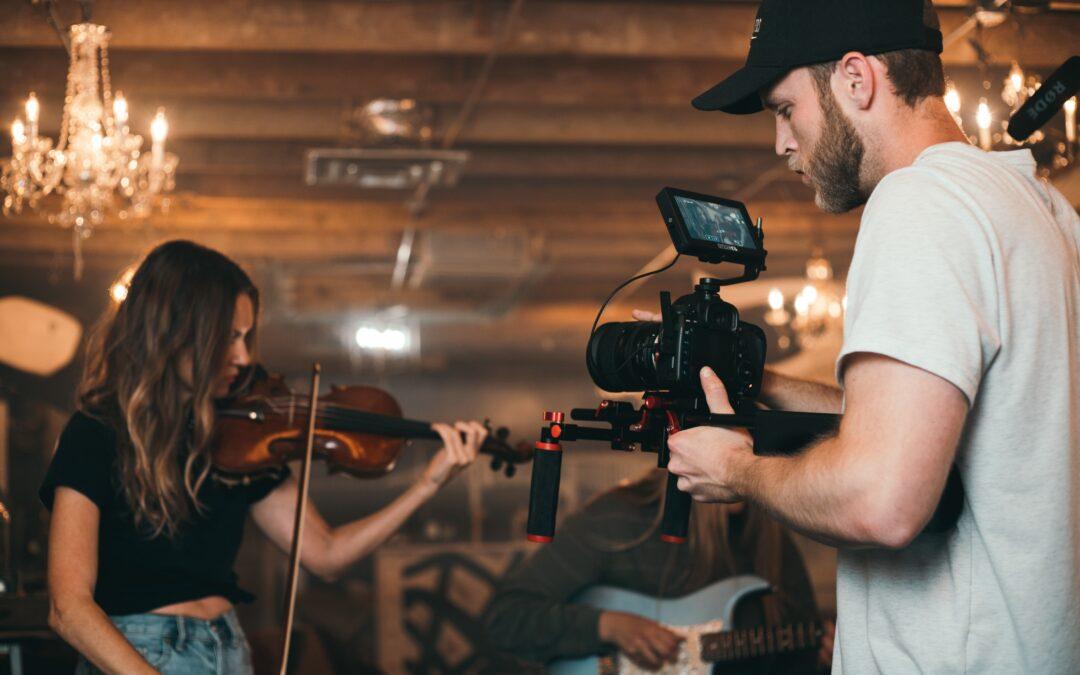 La importancia de contratar una productora de videos musicales